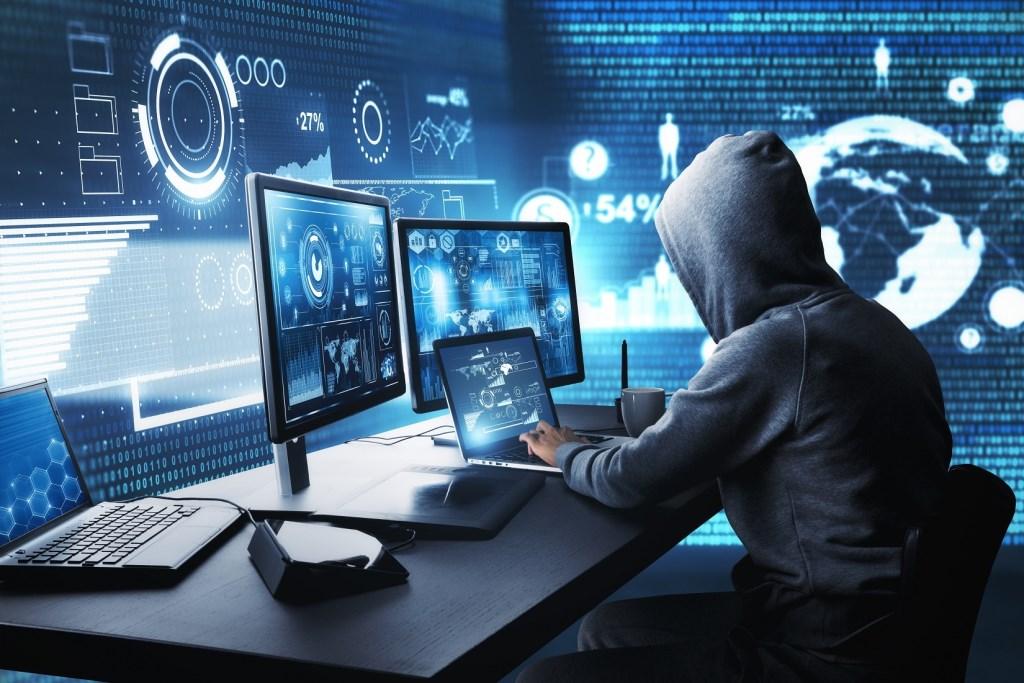 Hackers gaan niets ontziend te werk. Deden ze het tien jaar geleden nog voor de grap, nu zijn het dikke verdienmodellen.  © rodi