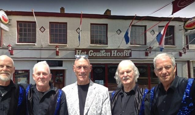 Sixtiesband The Blue Devils treedt op in Het Gouden Hoofd in Blokker.
