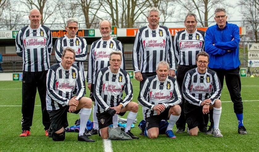 Het OldStars FC Medemblik team.