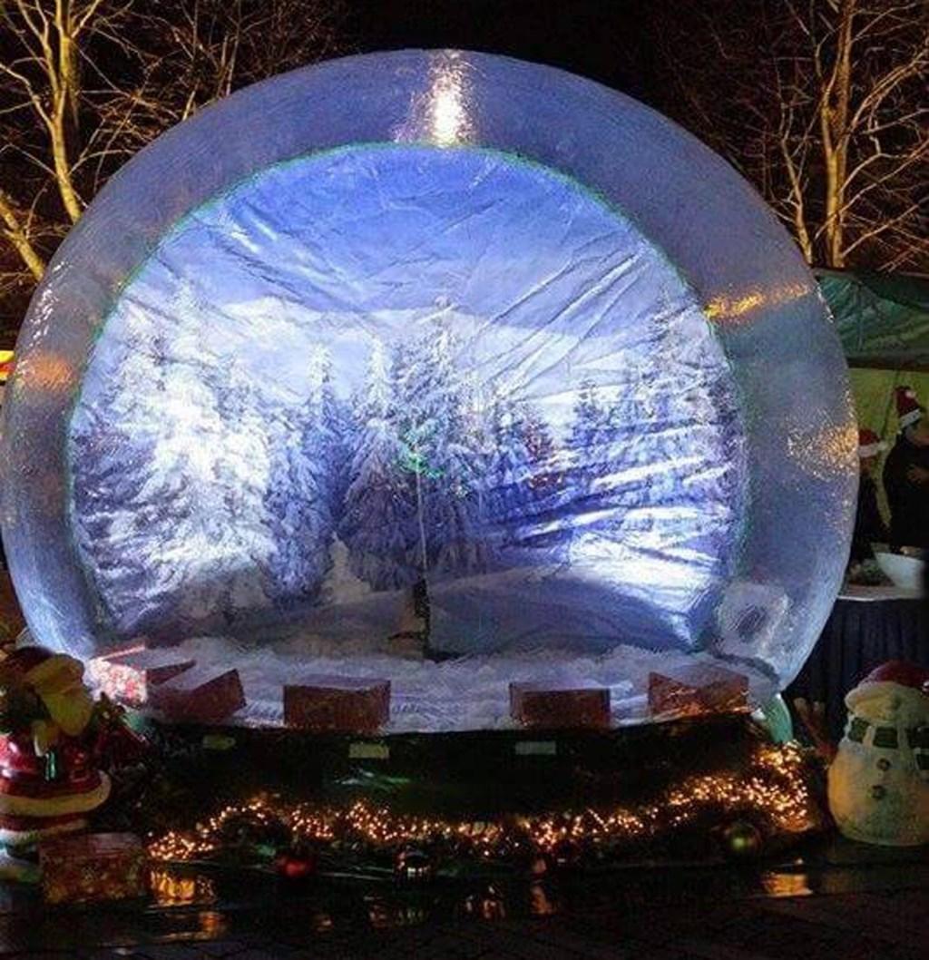 De 'Magic Globe' staat zaterdag in Zaandam.  (Foto: aangeleverd) © rodi