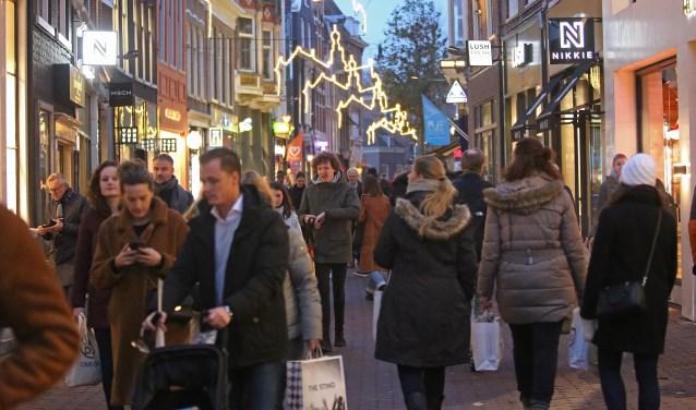 Drukte in de binnenstad van Haarlem.