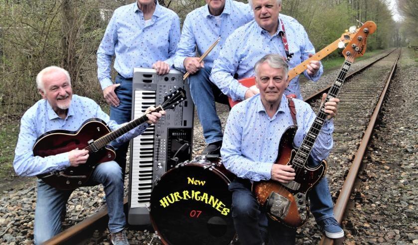 Geniet van muziek uit de jaren zestig en zeventig met The New Hurricanes.