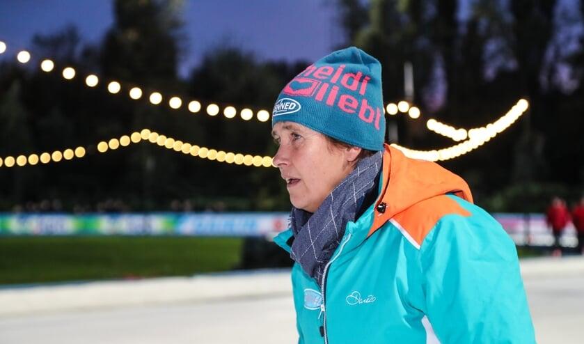 Alida Pasveer coacht haar ploeg. ,,Van een groep een team maken, dat vind ik zó mooi.'' (Foto TimsImaging)