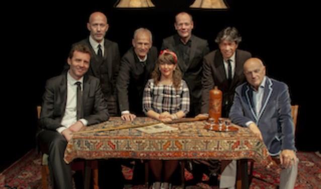 De Gouden Jaren terug in de theaters. Met Cor Bakker, Jacques Klöters, Arie den Boer, Bastiaan Mulder, Charly Angenois, Gert Wantenaar en Rebecca Lobry.