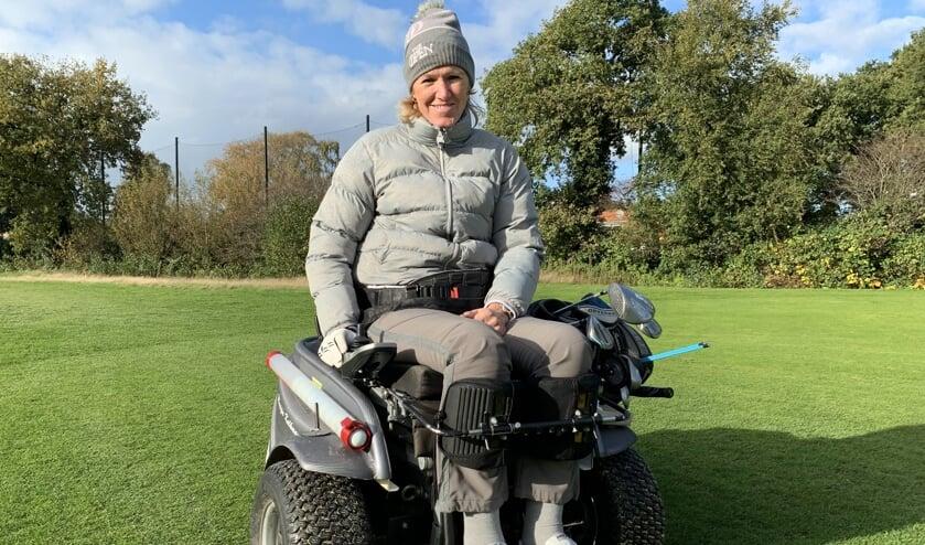 Monique Kalkman tijdens een oefenronde op de Goyer. ,,Als we met de disabled golfers willen groeien naar topsport, moet de sport zelf ook volwassener worden.''