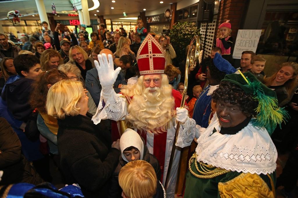 Warm welkom voor Sint en zijn pieten.  (Foto: Rowin van Diest) © rodi