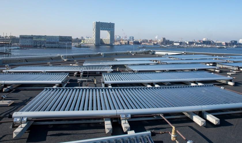 Het grootste zonnedak van Amsterdam in de Buiksloterham.