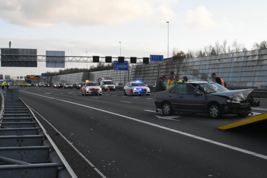 Vier rijbanen afgesloten A8.  © rodi