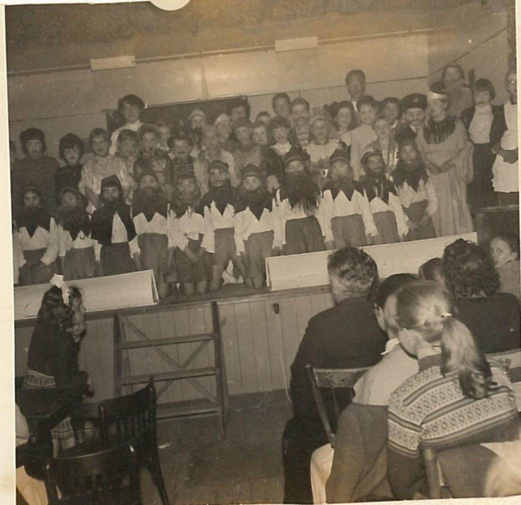 Een foto uit de rijke historie van Toneelvereniging Willibrordus. (Foto: aangeleverd) © rodi