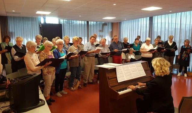 Het Purmerendse koor is te zien en te horen in de toneelbewerking van Hendrik Groen.