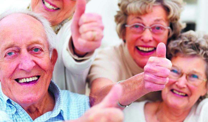 Ouderen samen om tafel om te weten waar zij behoefte aan hebben.