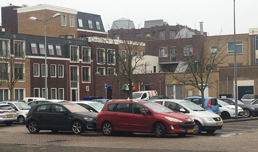 Gemeente controleert op parkeren.