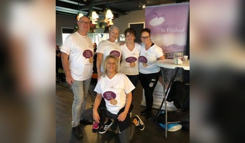 Het team van  Hospice in Vrijheid. Met Marieke Zwart-Dijkhuis (rechts), Nel Persenaire, Petra Bastiaan-Dorresteijn en Karin en Nico Ploeg.