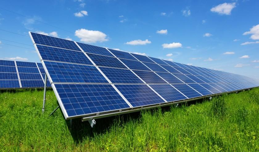 De provincie helpt bedrijven met zonnepanelen.
