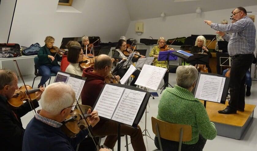 Repetitie van het Helders Kamer Orkest.