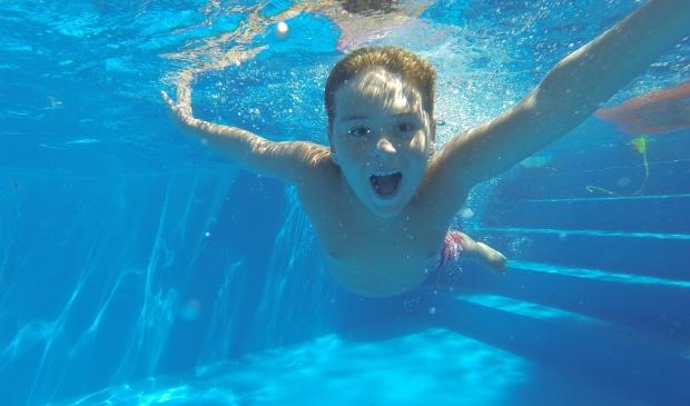 Weer lekker zwemmen in het buitenbad.