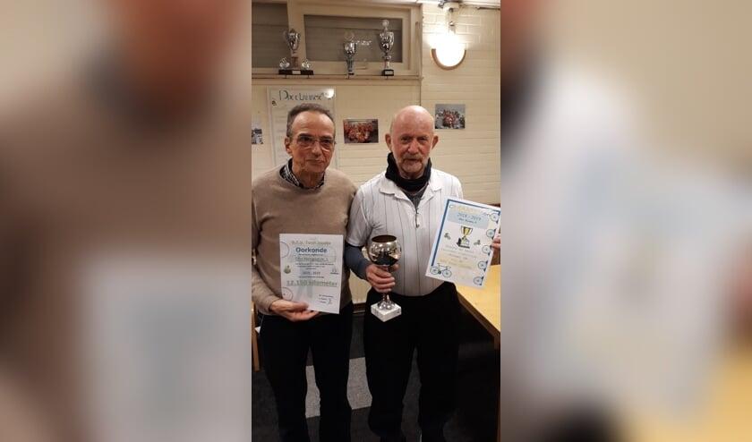 Clubwinnaars Koos Hengsdijk (l) en Piet Raams.