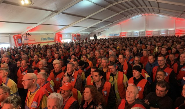 Een volle bak in de tent.