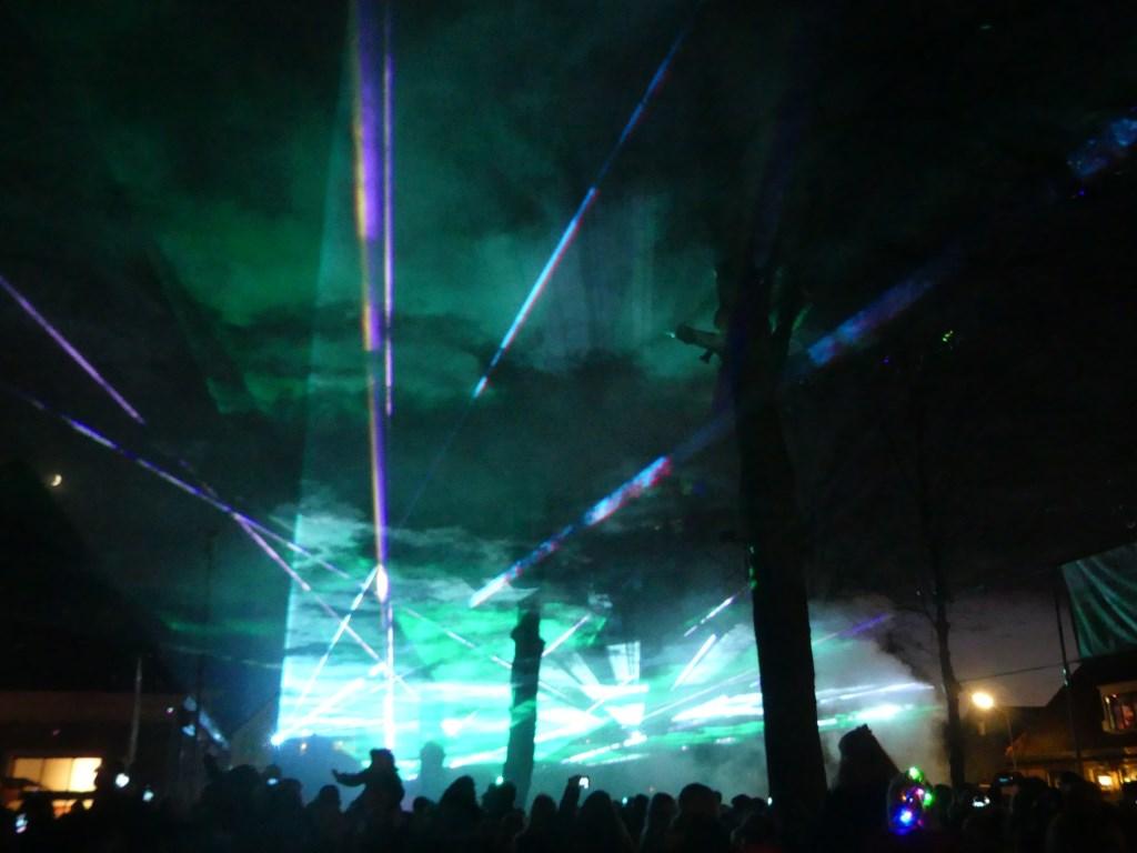 De lucht boven Beemster kreeg alle kleuren tijdens de lasershow. (Foto: Cees Bandt) © rodi