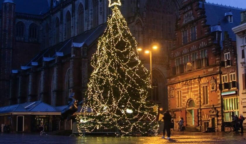 De kerstboom staat er weer mooi bij.