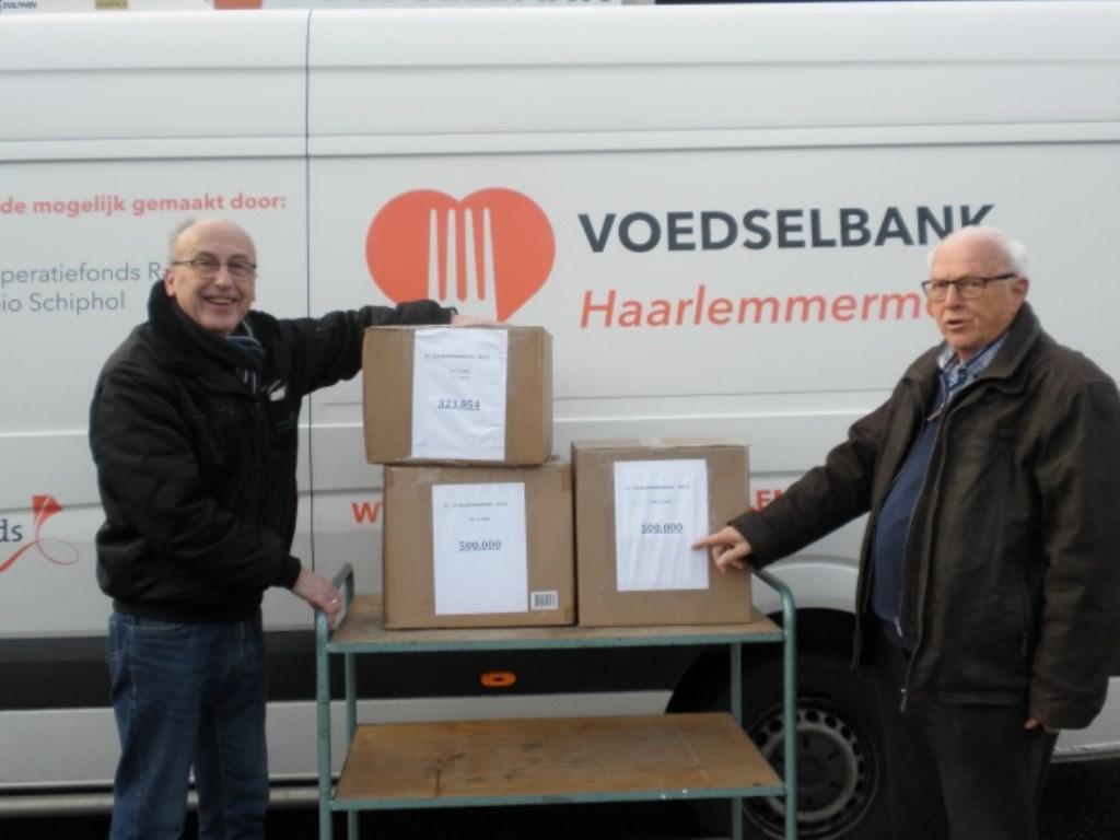 De pakken koffie die de inzameling oplevert, gaan naar de Voedselbank.   © rodi