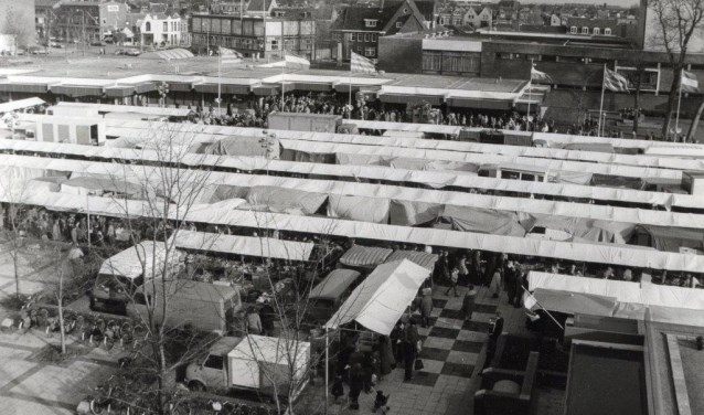 Zaterdagmarkt op Bernardplein.