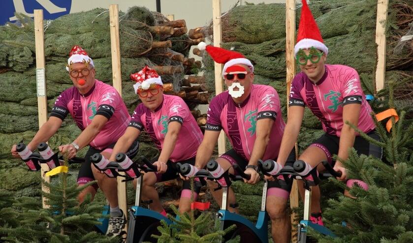 Het team van MirandaMania is in training voor de spinningmarathon. Zit de Nieuwjaarsduik van 1 januari ook in hun programma?