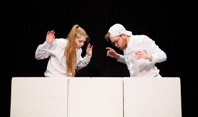 Tessa & Olivier spelen Stoere Broer in de buiksloterkerk.