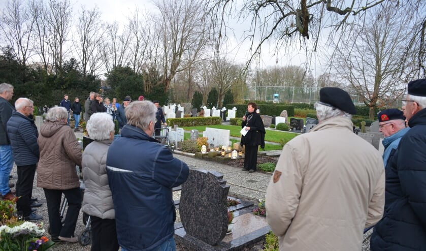 In aanwezigheid van dertig belangstellenden werd de eerste herdenking gehouden bij oorlogsgraven in Langedijk.