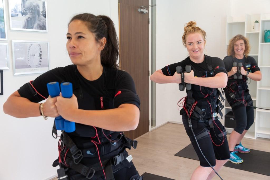 De oefeningen gaan ook gepaard met gewichten. (Foto: Helene Wiesenhaan) © rodi
