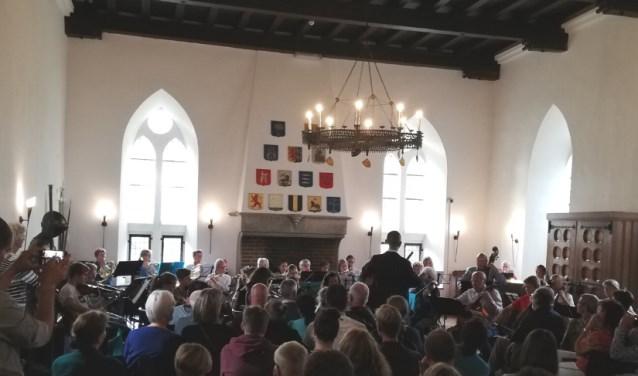 De leerlingen van de muziekscholen brengen een kerstconcert ten gehore in Radboud.