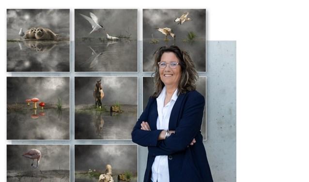 Digitaal kunstenares Cora Deutekom bij haar speciale collectie voor het Hospice Schagen.