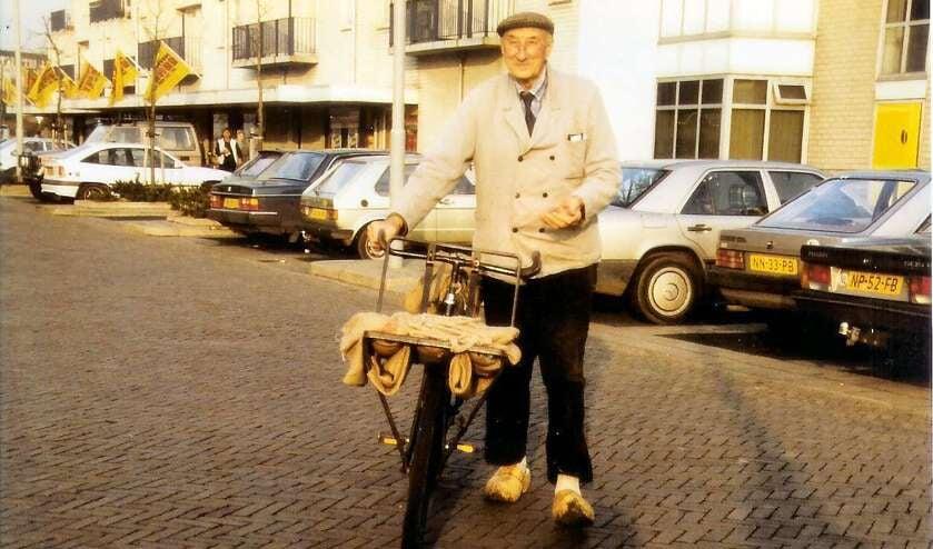 Dirk Zuurbier omstreeks 1980. Toen hij al lang geen dorpsomroeper meer was.
