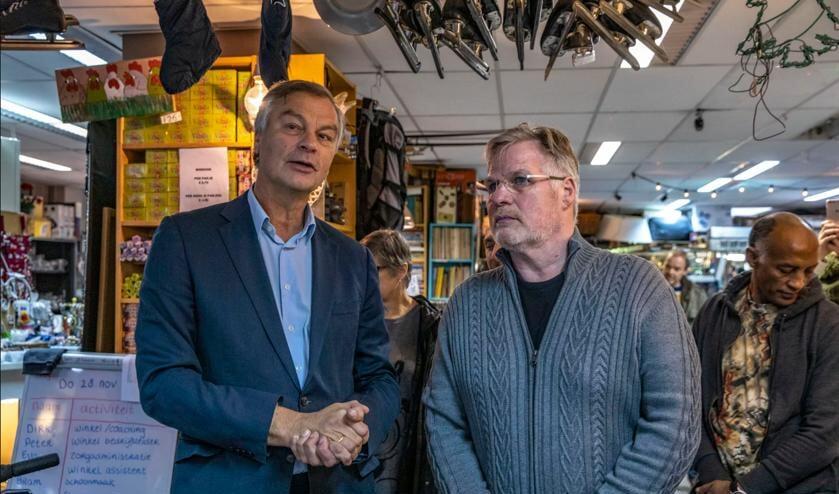 Oud burgemeester van Haarlem Bernt Schneiders heropende de Bijna gratis Markt van Dirk Boterblom.