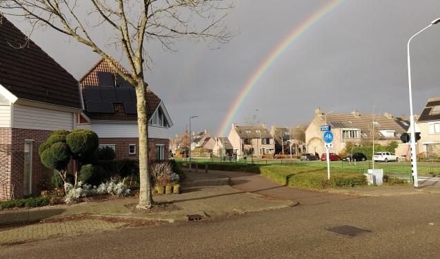 Een prachtige regenboog bij het Klaterbos, nog voor de regen dit droge stukje Hoofddorp ook bereikt.