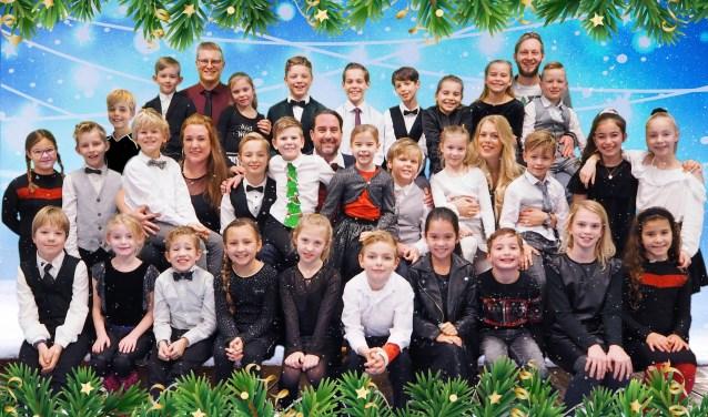 Kinderen en team zijn klaar voor de Kids with Attitude kersttournee!