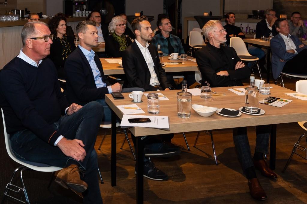 Aandachtige toehoorders, waaronder Bart Tishauser, voorzitter van Beemster Ondernemer.  (Foto: Han Giskes) © rodi