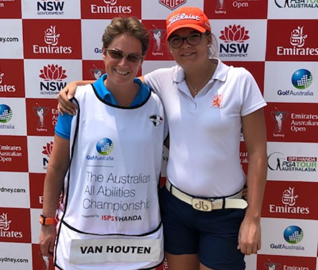 Marcella Neggers en Daphne van Houten in Australië.  © rodi