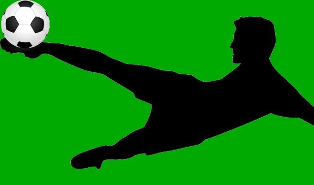 Een voetballer in actie.