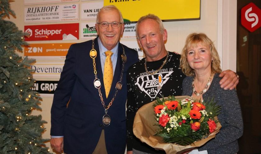 Burgemeester Nijpels (l), Ton Leek en zijn echtgenote Els.