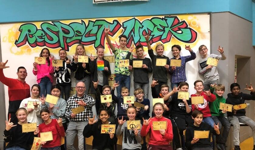 RSG-brugklas B1k met wiskundeleraar meneer Obdam (m) en  brugklascoördinator en vertrouwenspersoon Bart van Rhijn (l): anders zijn dan gemiddeld levert veel moois op.