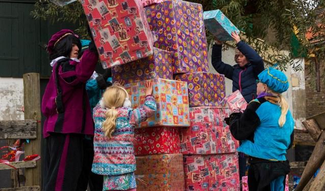 Meer dan 150 pieten stonden klaar om samen met de kinderen te spelen.