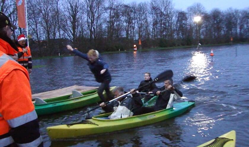 Op de kortste dag van het  jaar werd het jaarlijkse evenement met kano's gehouden.