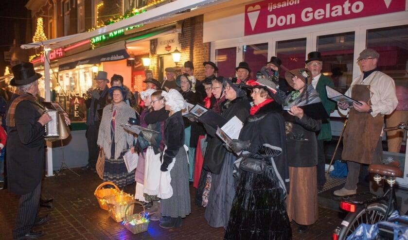 Koren zingen prachtige Christmas carols.