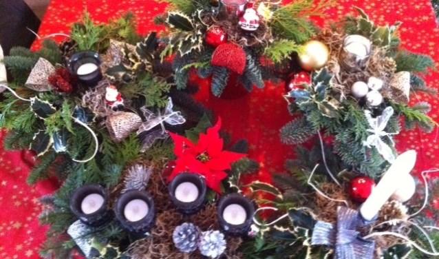 Kerststukjes maken bij Wijkboerderij De Veldmuis.