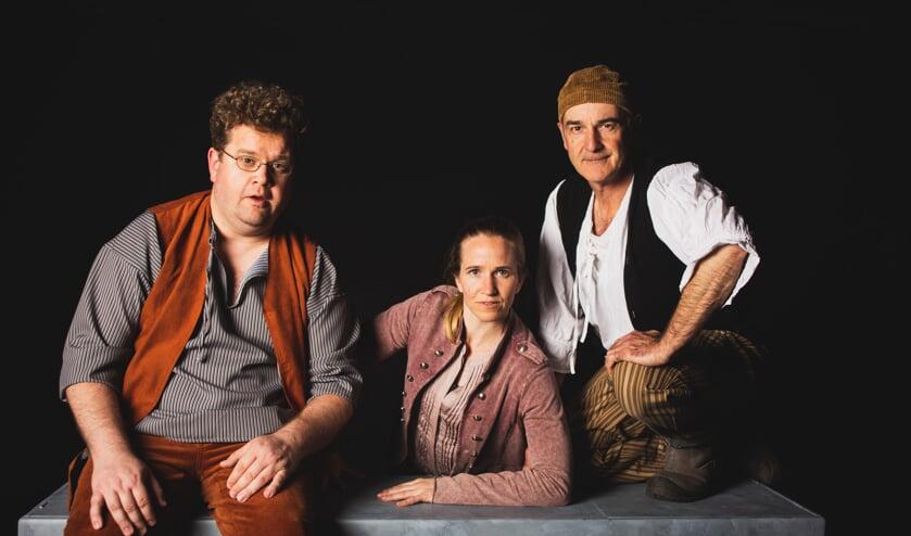 Drie spelers nemen het publiek mee op avontuur.