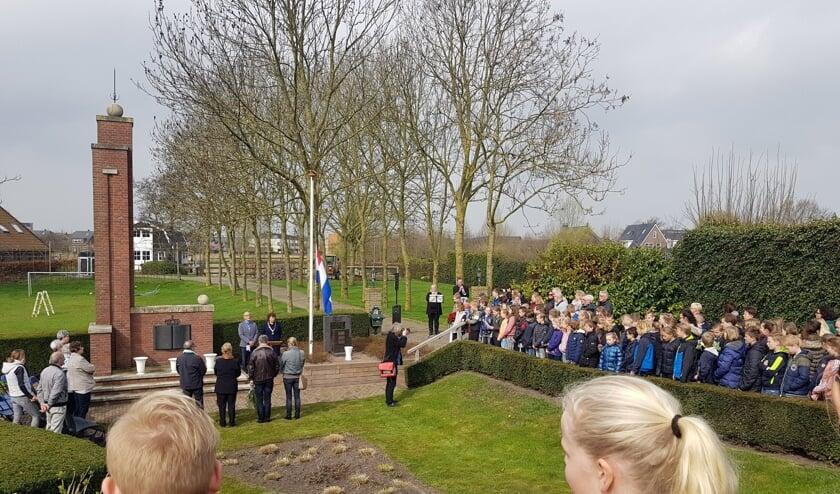 Elk jaar herdenken de groepen 7/8 van de basisscholen in Sint Pancras de Zwarte Zondag.