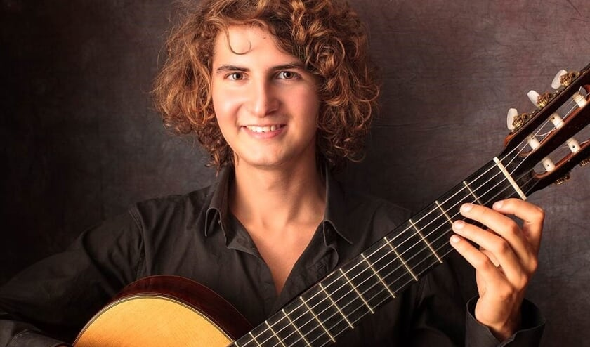 De talentvolle gitarist Silvan Smit speelt in 't Brakenkerkje.