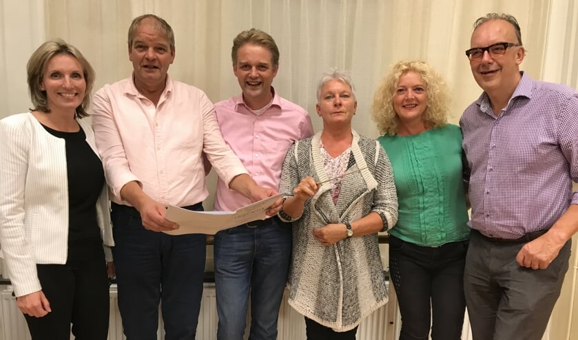 Deelnemers van Maestro, v.l.n.r.: Petra Vlaar, Dick Kok, Harry Nederpelt, Anita Koppes, Annemarie Stam en Philip Vos.