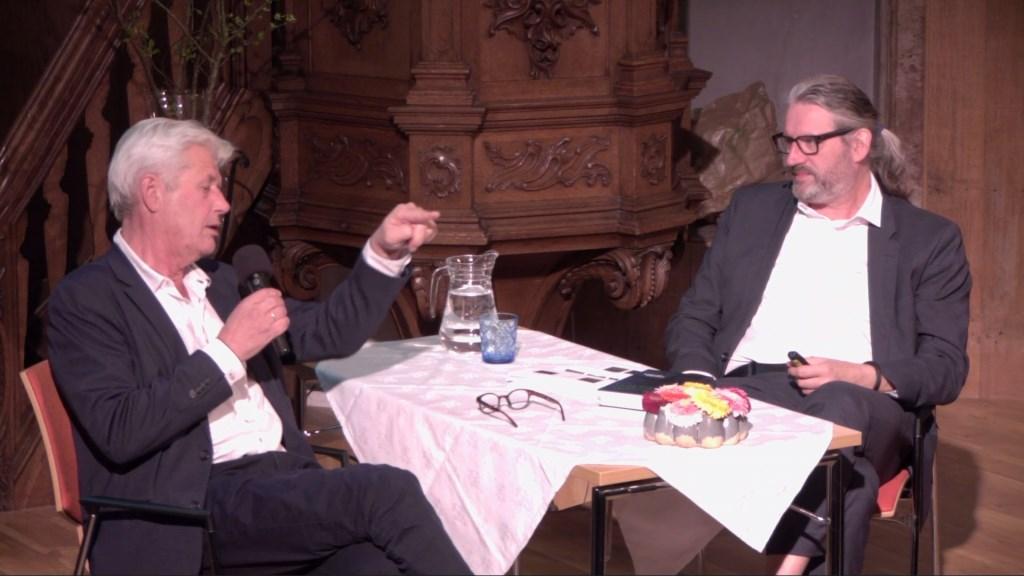 Sjoerd Kuyper in gesprek met dominee Engele Wijnsma. (Foto: aangeleverd) © rodi